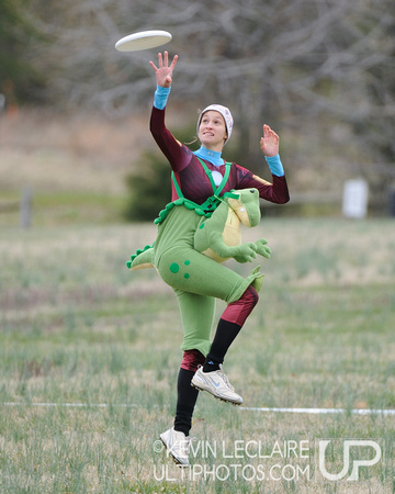 Jane Romantseva, aka T-Rex Ironman, makes the catch