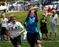Callahan winner Lindsey Tunnell catches the disc against Oregon in Pool Play - KWL - DSC_1890_cr