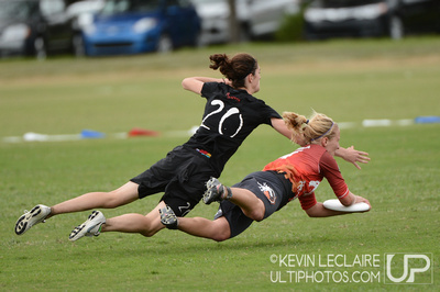 UltiPhotos: Drag'n Thrust v. Slow White: Thursday Mixed Round 3 &emdash; 2012 USA Ultimate Club Championships Thursday