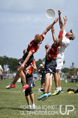 UltiPhotos: The Ghosts v. Drag'n Thrust: Friday Mixed Round 2 &emdash; 2012 USA Ultimate Club Championships