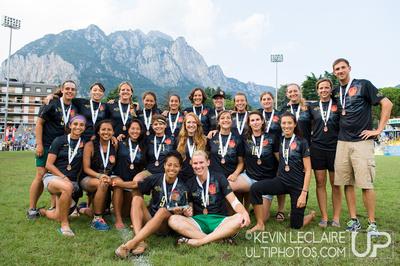 UltiPhotos: WUCC 2014 - Awards &emdash; Scandal Team Photo (Women's Bronze Medalists) - WUCC Saturday Aw